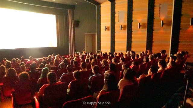 Audience-watching-the-movie